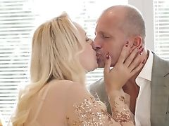 Charli Crimson Gets Her Cooch Eaten And Fucked  By Her Horny Paramour