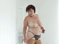 Euro Cougar Musa Gives Her Pink Crevasse A Fuck Stick Treat