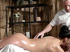 Rubdown Rooms Sexy Russian Mummy Cums Hard