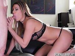 Hot Tempered Mummy Makayla Cox Gives Her Head And Gets Her Puss Rammed