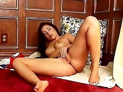 Lola Foxx Lotions Up Her Gams