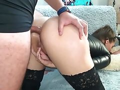 Hook-up With Gorgeous Brown-haired - Jism In Mouth