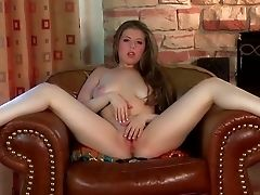 Succulent Nude Foot Chick Jessi June Strips Naked Before She