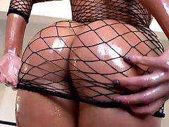 Asian Bombshell London Keyes Pridefully Flaunts Her Epic Forms Before Hump