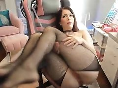 Favored Webcam Model Evelyn Claire Is Playing With Her Beaver