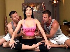 Ass-fuck Threesome With Kitana Lure